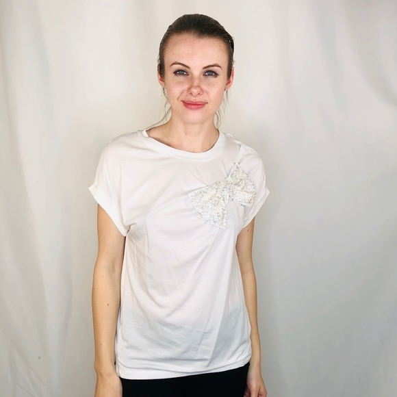 kate spade Tops - Kate Spade White Bow Sequin Short Sleeve T Shirt S